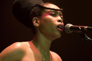 Erykah Badu singing